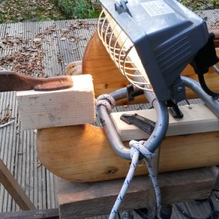 Mumis Masttop verlangt nach frischem Holz :-) Halogenleuchten leuchten nicht nur, sie wärmen auch.