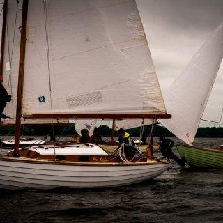 Am Sonntag brachten wir ca 15 Schiffe zur Spaßregatta auf die Arniser Breite. Ein tolles Bild.