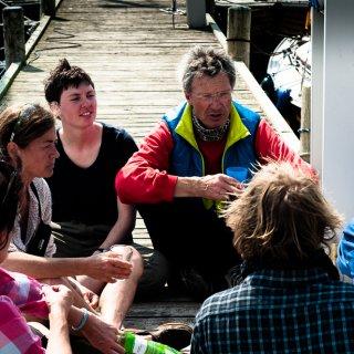 """Montag morgen hieß es für eine kleine Flottille, """"Segel hoch, wir segeln rund Als""""."""